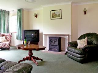 THE BOTHY, pet friendly, country holiday cottage, with a garden in Eye, Ref 2582 - Eye vacation rentals