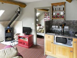 THE HAYLOFT, luxury holiday cottage, with a garden in Lastingham, Ref 1571 - Lastingham vacation rentals