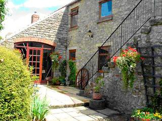 THE HAYLOFT, pet friendly, character holiday cottage, with open fire in Newton Upon Rawcliffe, Ref 2052 - Rosedale Abbey vacation rentals