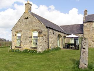 THE BYRE, family friendly, country holiday cottage, with a garden in Southwitton, Ref 1783 - Longwitton vacation rentals