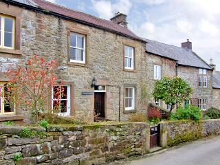 WILDFLOWER COTTAGE, romantic, character holiday cottage, with open fire in Winster, Ref 1076 - Winster vacation rentals