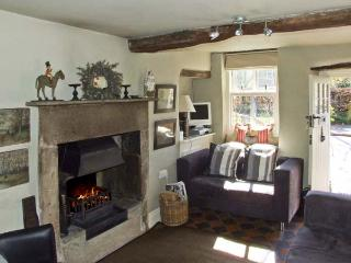 BROOK COTTAGE, pet friendly, luxury holiday cottage, with a garden in Baslow, Ref 2663 - Baslow vacation rentals