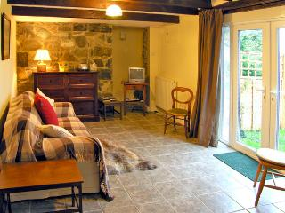 OWL COTTAGE, pet friendly, country holiday cottage, with a garden in Dolgellau, Ref 2505 - Dolgellau vacation rentals