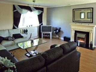 SEA VIEW, family friendly, with a garden in Old Colwyn, Ref 2937 - Old Colwyn vacation rentals