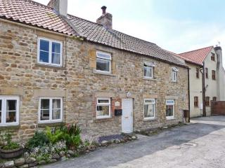 DAIRY COTTAGE, pet friendly, character holiday cottage, with a garden in Masham, Ref 1068 - Masham vacation rentals
