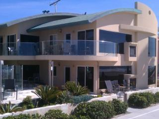 14ft wide Oceanfront Window to waves Luxury Condo - Pacific Beach vacation rentals