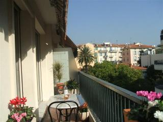 Lovely 1 Bedroom with Sun Terrace, Ideal Area in Nice City Centre, Near Beach - Nice vacation rentals