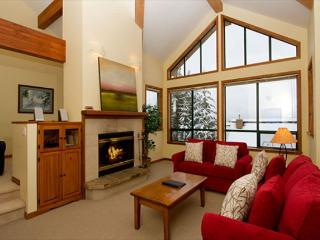 Northern Lights 32   4 Bed + Den Townhome, Private Hot Tub, Access to Slopes - British Columbia Mountains vacation rentals