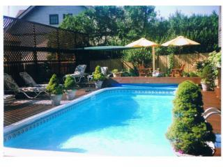 Swimming pool patio area - A Bed & Breakfast-Walk to beach & Newport Mansions - Newport - rentals