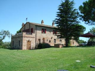 Podere Fontegallo - Spectacular Views - Il Pino - Umbria vacation rentals
