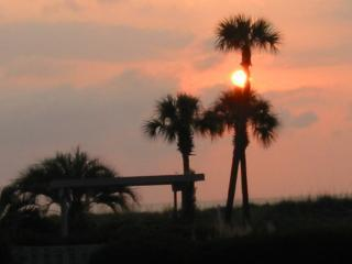 Sunrise View to the Water from the Deck - Lovely Oceanside Condo on Harbor Island! Wifi! - Harbor Island - rentals