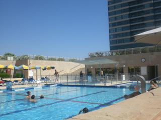 swimming pool okeanos bamarina apartment for rent - Family apart with garden and pool in sea residence - Jaffa - rentals