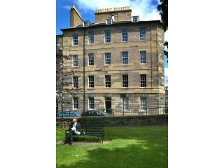 The property in the background with a lovely little park just opposite - Large Georgian Apartment built in 1791 - Edinburgh - rentals