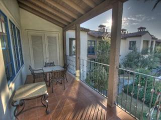 Beautiful 3 bedroom upper level villa with views of the mountain and pool - La Quinta vacation rentals