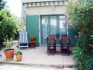 Heart of Provence-Air Conditioned, Pool, 2 bedroom - Maussane-les-Alpilles vacation rentals