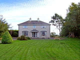 MULLINDERRY HOUSE, family friendly, country holiday cottage, with a garden in Foulksmills, County Wexford, Ref 3659 - Inistioge vacation rentals