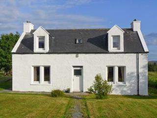 HILLSIDE, family friendly, with a garden in Dunvegan, Isle Of Skye, Ref 2011 - Stein vacation rentals