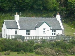 RODDY'S COTTAGE, family friendly, country holiday cottage, with a garden in Glenelg, Ref 3608 - Glenelg vacation rentals