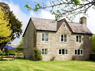 COURT COTTAGE, family friendly, country holiday cottage, with a garden in Walton, Ref 2075 - Walton vacation rentals