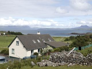 THE APARTMENT, pet friendly, country holiday cottage, with a garden in Aultbea, Ref 1127 - Achiltibuie vacation rentals