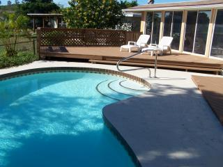 Swimming pool, sundeck & back of house. - A Wonderful Pool House on a lake full of wildlife. - Sarasota - rentals