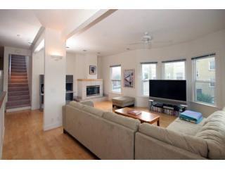 3 Bedroom, 2.5 bath - Fast WiFi, free parking, TV - San Francisco vacation rentals