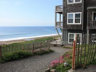 Sea It All~ Ocean Front - Depoe Bay vacation rentals