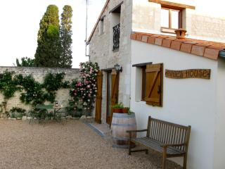 Annie's House - Montreuil-Bellay vacation rentals