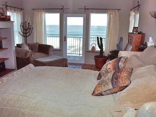Gorgeous 2 bedroom Gold Beach House with Deck - Gold Beach vacation rentals