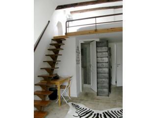 Nice 1BR-1BA flat in Marais Rue Barbette apt 585 - Saint Cyr l'Ecole vacation rentals