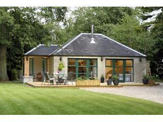 Romantic 1 bedroom Auchterarder House with Deck - Auchterarder vacation rentals
