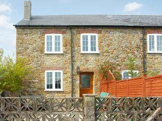 CRABBS BLUNTSHAY COTTAGE, pet friendly, character holiday cottage, with a garden in Shave Cross, Ref 1690 - Shave Cross vacation rentals
