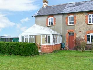 DOWNSIDE, pet friendly, country holiday cottage, with a garden in Mosterton - Mosterton vacation rentals
