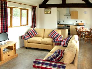 THE ROOST, family friendly, character holiday cottage, with a garden in Clifford Chambers, Ref 2254 - Clifford Chambers vacation rentals