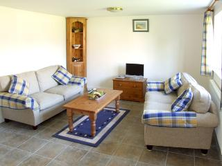 THE DAIRY, family friendly, country holiday cottage, with a garden in Clifford Chambers, Ref 2255 - Clifford Chambers vacation rentals