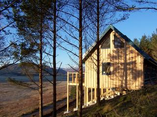 THE LAGGAN DREY, pet friendly, character holiday cottage in Laggan, Ref 1525 - Laggan vacation rentals