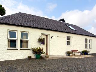 DARNHAY COTTAGE, family friendly, character holiday cottage, with open fire in Mauchline, Ref 2289 - New Cumnock vacation rentals