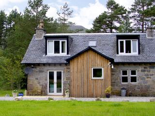 FEAGOUR, family friendly, country holiday cottage, with a garden in Laggan, Ref 3598 - Laggan vacation rentals
