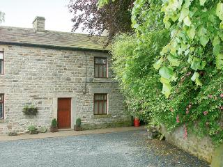 GARDEN COTTAGE, pet friendly, character holiday cottage, with a garden in Mickleton Near Middleton-In-Teesdale, Ref 1132 - Gloucestershire vacation rentals