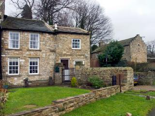 AD COACH HOUSE COTTAGE, pet friendly, character holiday cottage, with a garden in Fremington Near Reeth, Ref 1629 - Yorkshire Dales National Park vacation rentals