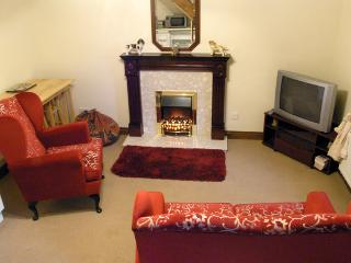 GARDEN COTTAGE, pet friendly, character holiday cottage, with a garden in Mickleton Near Middleton-In-Teesdale, Ref 1132 - Mickleton vacation rentals