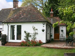 OLD TUDOR COTTAGE ANNEXE, pet friendly, country holiday cottage, with a garden - Henfield vacation rentals