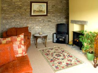 HURY LODGE, pet friendly, luxury holiday cottage, with a garden in Baldersdale, Ref 1933 - Barnard Castle vacation rentals
