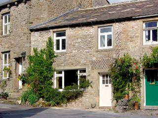 SANDY COTTAGE, pet friendly, luxury holiday cottage, with a garden in Linton, Ref 2580 - Tosside vacation rentals