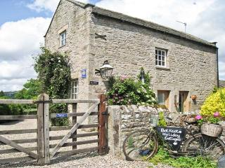 BALKCOTE, pet friendly, character holiday cottage, with a garden in Romaldkirk, Ref 2894 - Romaldkirk vacation rentals