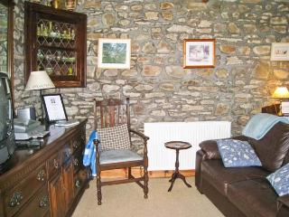 HENBERRY, pet friendly, character holiday cottage, with a garden in Romaldkirk, Ref 2895 - Romaldkirk vacation rentals