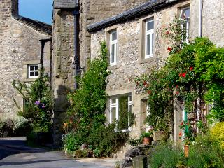 SANDY COTTAGE, pet friendly, luxury holiday cottage, with a garden in Linton - Linton vacation rentals