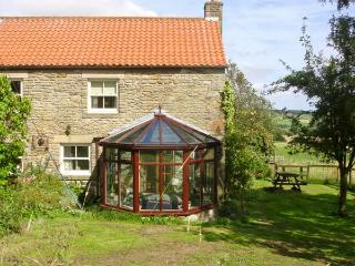 THE GRANARY, pet friendly, character holiday cottage, with a garden in Lanchester, Ref 892 - Lanchester vacation rentals