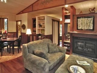 "MAILE TREEHOUSE ""Magical.. Absolutely Spectacular"" - Volcano vacation rentals"