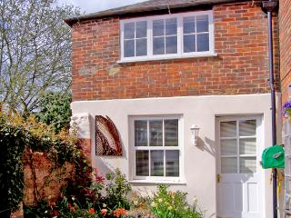 GLOVER'S COTTAGE, character holiday cottage in Sherborne, Ref 2437 - Turnworth vacation rentals